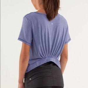 Lululemon Calm Short Sleeve Tee Stripe Blue sz 6